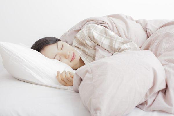 気づいたらお昼…休日に「寝だめ」をしてしまう社会人は19.5%