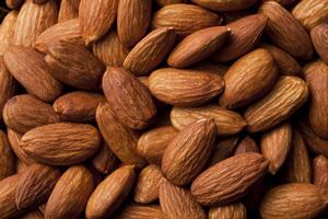 アーモンドは中性脂肪を下げ満腹感も得られるダイエットおやつ | 中性脂肪を下げるABC