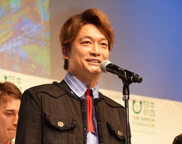 """香取慎吾、""""作家""""としてジャニーズ退所後初イベント出演 笑顔で「新しいことが始まってます!」"""