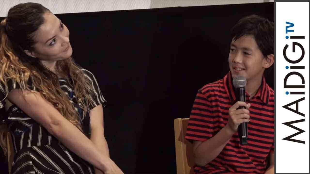 イケメンと話題、土屋アンナの長男・澄海が登場!イベントで初ツーショット 映画「怪物はささやく」イベント1 - YouTube
