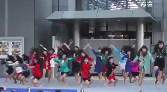 80年代全開!日本の高校生のダンスが話題に(海外の反応) : 海外のお前ら 海外の反応