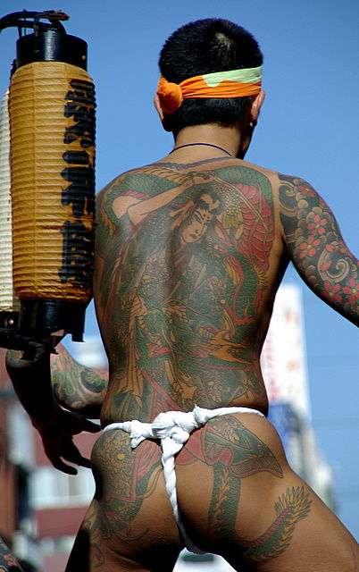 浅草神社の三社祭がヤクザのお祭りみたいと話題に - NAVER まとめ