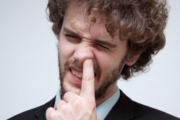 ちょっと待った!鼻毛を抜く行為が実は危険な5つの理由   ライフケアナビ