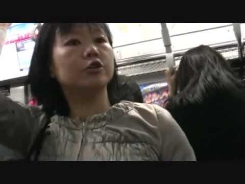 東急東横線のおばさんが女性専用車両を利用する男性客に「降りろ!」と大叫び - YouTube