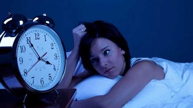 夜中に突然目が醒める人。