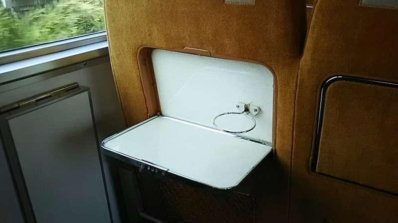 10代の7割が電車でおにぎりは「食べてもいいと思う」電車やバスでの飲食、どこまでOK?