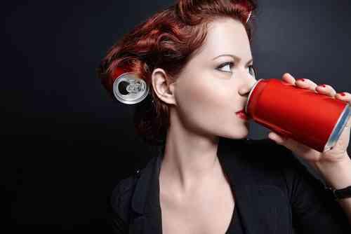 缶コーラ1本飲むと体内はどうなる?2時間以内に起きている変化-Suzie(スージー)