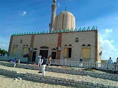 エジプトでテロ、235人死亡 武装集団がモスク襲撃