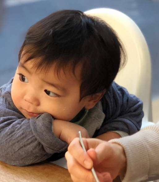 オリエンタルラジオ 中田敦彦、iPhone Xで愛妻と息子を撮影 「一眼レフみたいに撮れる」とご機嫌
