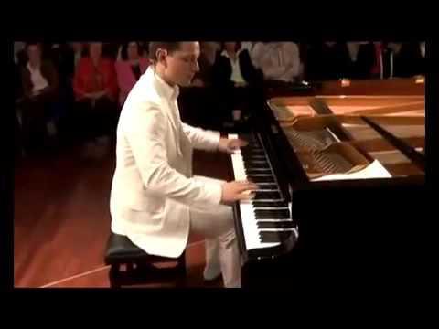 【神業】神技の速弾きピアノ:God's works fast response piano - YouTube