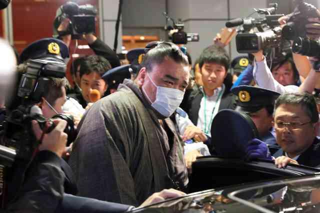 貴ノ岩、警察への診断書は「骨折」なし 協会宛てと相違:朝日新聞デジタル