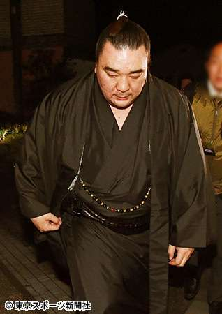 日馬富士「引退」の真相 白鵬の温情が逆風を強める結果に (東スポWeb) - Yahoo!ニュース