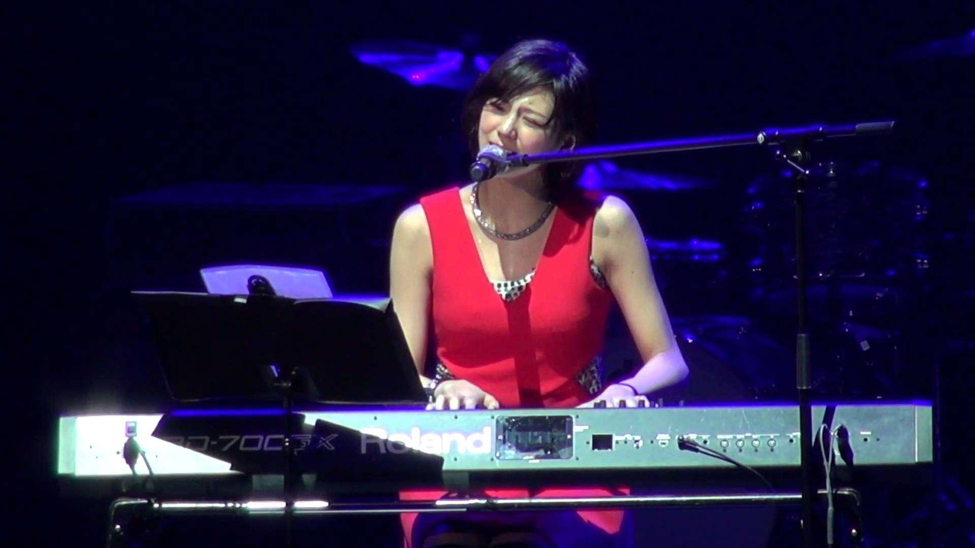 西内まりや ピアノ弾き語り ありがとうForever... / 2014.12.28 RISING福島復興支援コンサート 舞浜アンフィシアター - YouTube