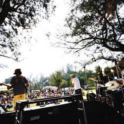 B'z、ひたちなかに降臨<ROCK IN JAPAN FESTIVAL 2017>名曲ばかりのセットリストに7万人熱狂! | ライブ・セットリスト情報サービス【 LiveFans (ライブファンズ) 】