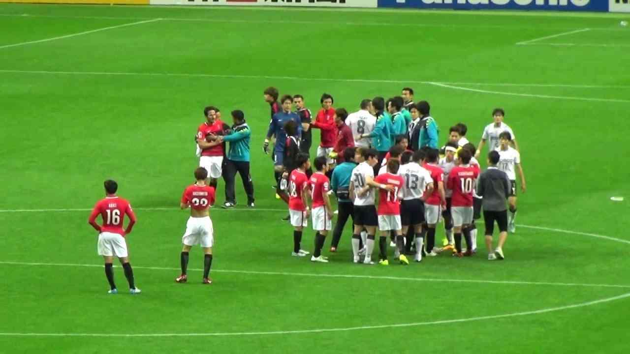 ACL 浦和VS浦項 韓国選手、ピッチにテーピング投げ捨て (2016.5.3) - YouTube