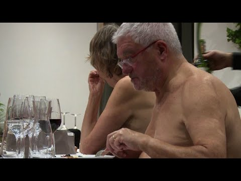 Paris' first naturist restaurant opens its doors - YouTube