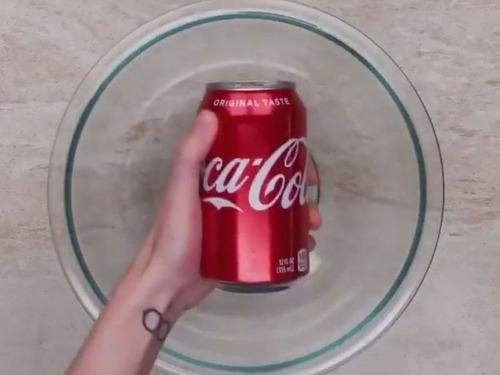 こんなに便利…絶対に知っておくべき「コーラの裏技」いろいろ:らばQ