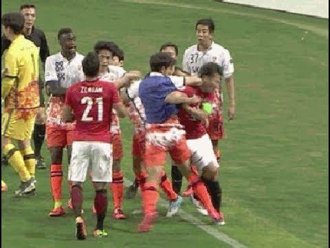 浦和 済州 韓国選手が阿部にエルボー 3方向 【大乱闘】 - YouTube