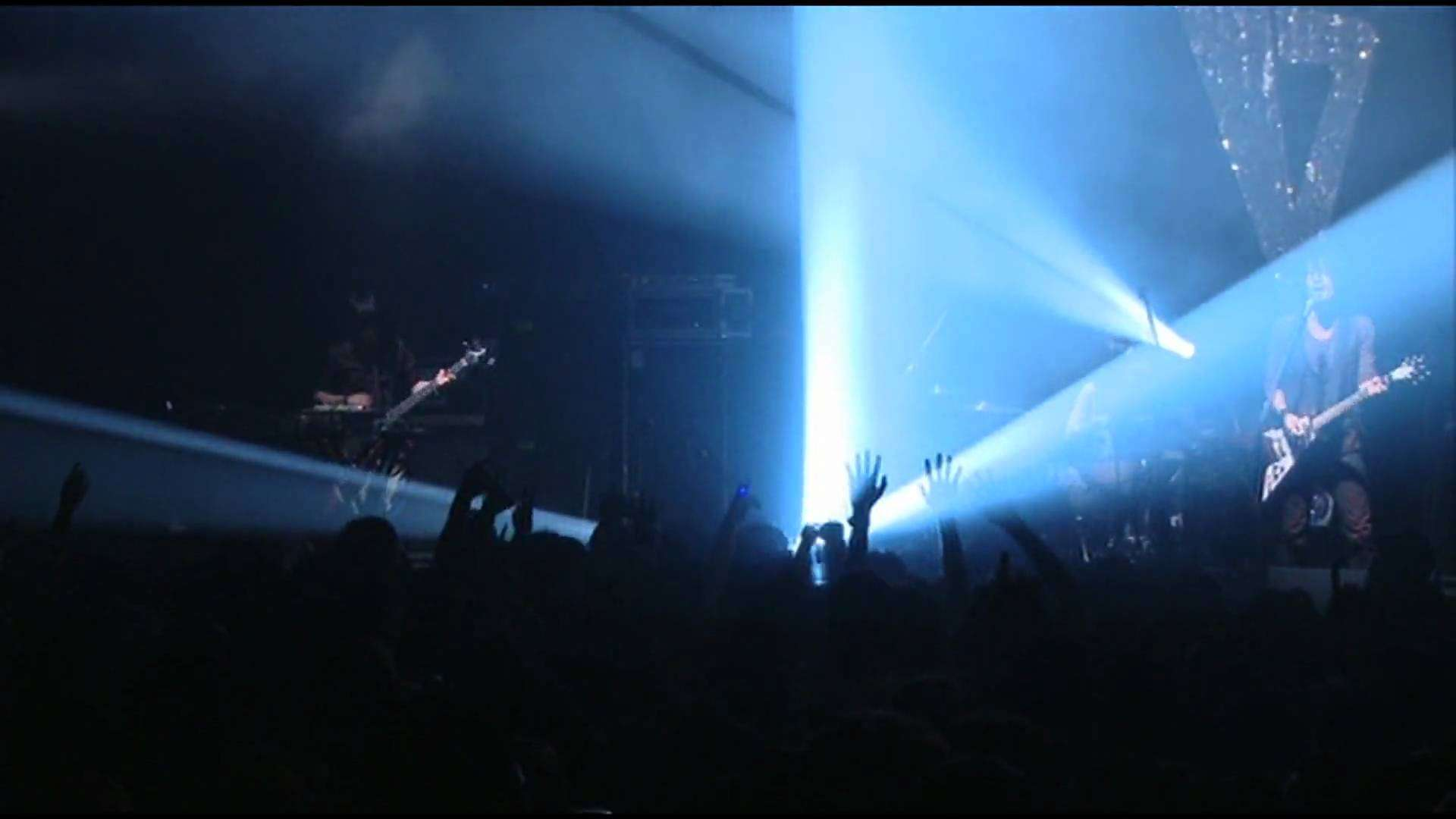 Boom Boom Satellites Back on my Feet (live) - YouTube