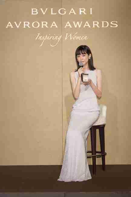 桐谷美玲、大人なドレス姿を披露 ジュエリー輝かせ「気持ちが高ぶってます」