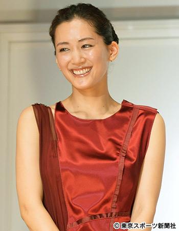 綾瀬はるか主演「奥様は、取り扱い注意」17年末に総集編SPと映画化が決定