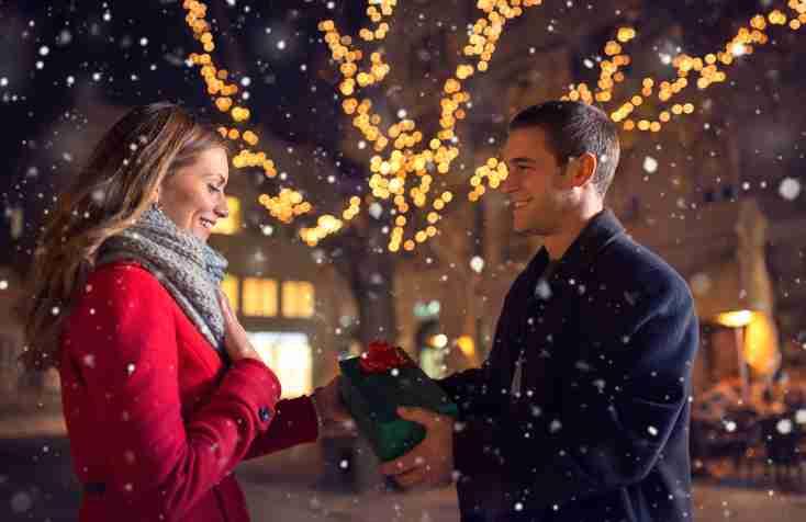 クリスマスデートに誘われたら?「断るのはなんとわずか1.1%」