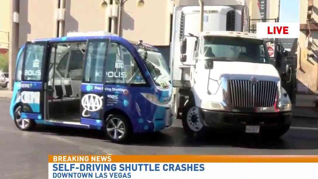 ラスベガスで運用が始まった「自動運転シャトルバス」が運行初日にいきなり事故に巻き込まれてしまう