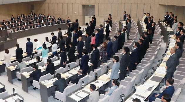 都の受動喫煙防止条例が成立 18年4月、国に先行  :日本経済新聞