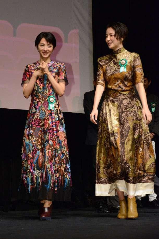 長澤まさみ「大阪のオバチャン風ドレス」も優雅に着こなす圧巻センス