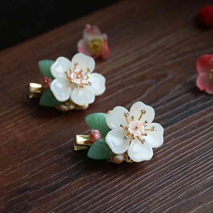 お花を使った小物が集まるトピ