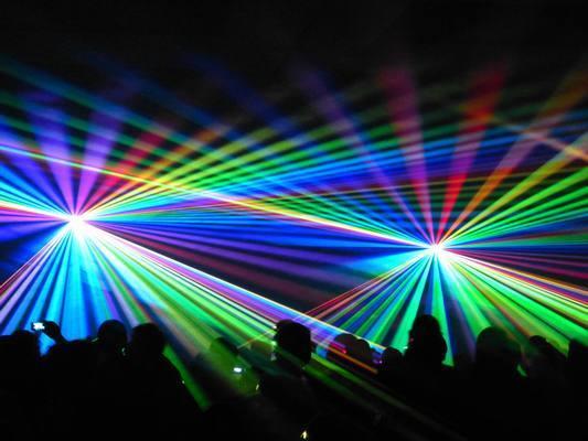 【要注意】ライブやクラブで照明のレーザーがスマホや目に当たると大事故が! / レコシン