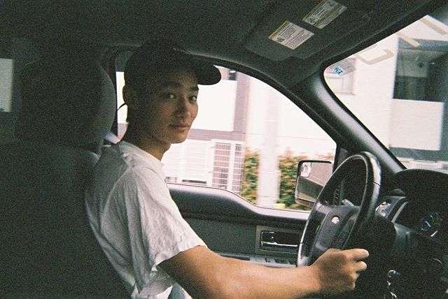 運転中のイケメンの画像