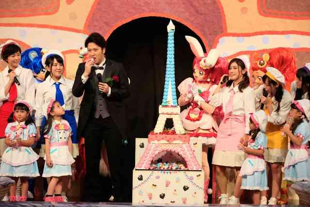 尾上松也が巨大スイーツに大興奮!「プリアラ」完成披露イベント - 映画ナタリー