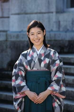 瀧本美織主演、昭和の歌姫・越路吹雪の人生をドラマ化 ヅカメイクで男装姿も披露