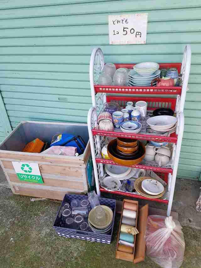 リサイクルショップの前に食器の『無人販売』を設置 すると「え、何この現象?」