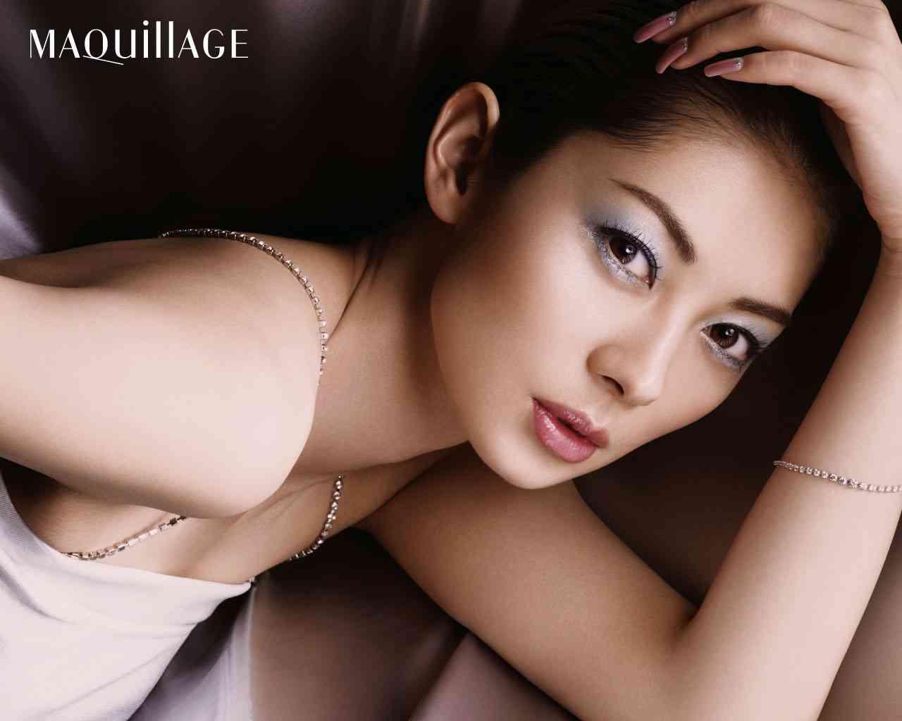 伊東美咲(37歳)の最新画像をご覧ください