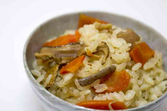 秋の味覚「炊き込みご飯」全国での呼び方はさまざまであることが判明