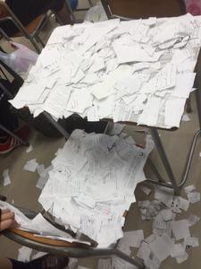 机に大量紙切れ、高2自殺未遂 第三者委「いじめ」認定