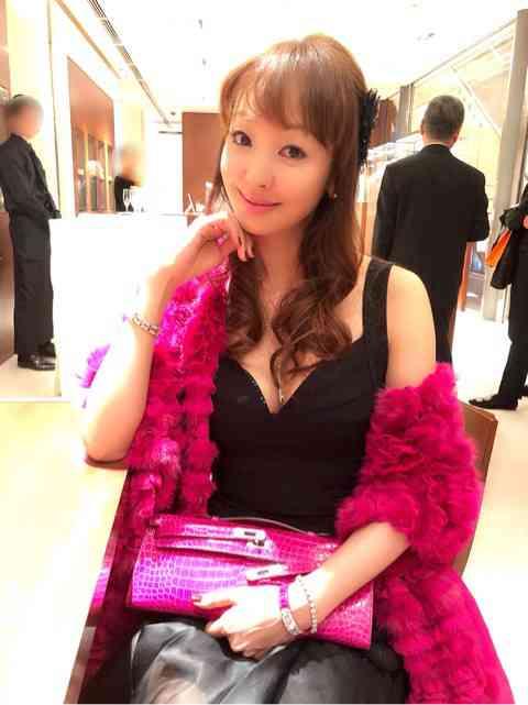 神田うの  エルメスVIPパーティーに夫と出席、豪華な料理写真多数公開