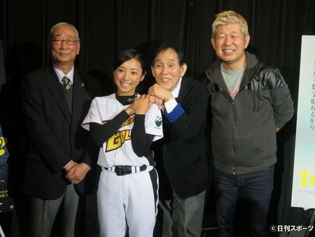 片岡安祐美12月上旬結婚 DeNA元投手と婚約中