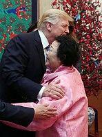 画像 : 元慰安婦の李容洙(イ・ヨンス)さん「トランプに抱かれたのは自ら頼んだ」 - NAVER まとめ