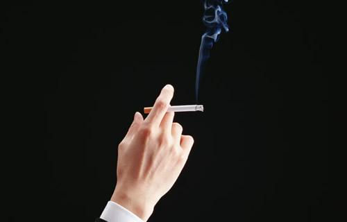 たばこ税、1本3円の増税で調整 自民税調では慎重論
