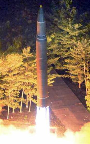 北朝鮮が「グアム周辺に火星12を発射」と米トランプ政権に警告 小野寺防衛相名指しで「日本列島を焦土化できる」とも