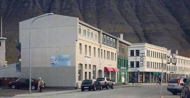 アイスランドに現れた、「車に速度を落とさせる横断歩道」の秘密とは…? | BUZZmag