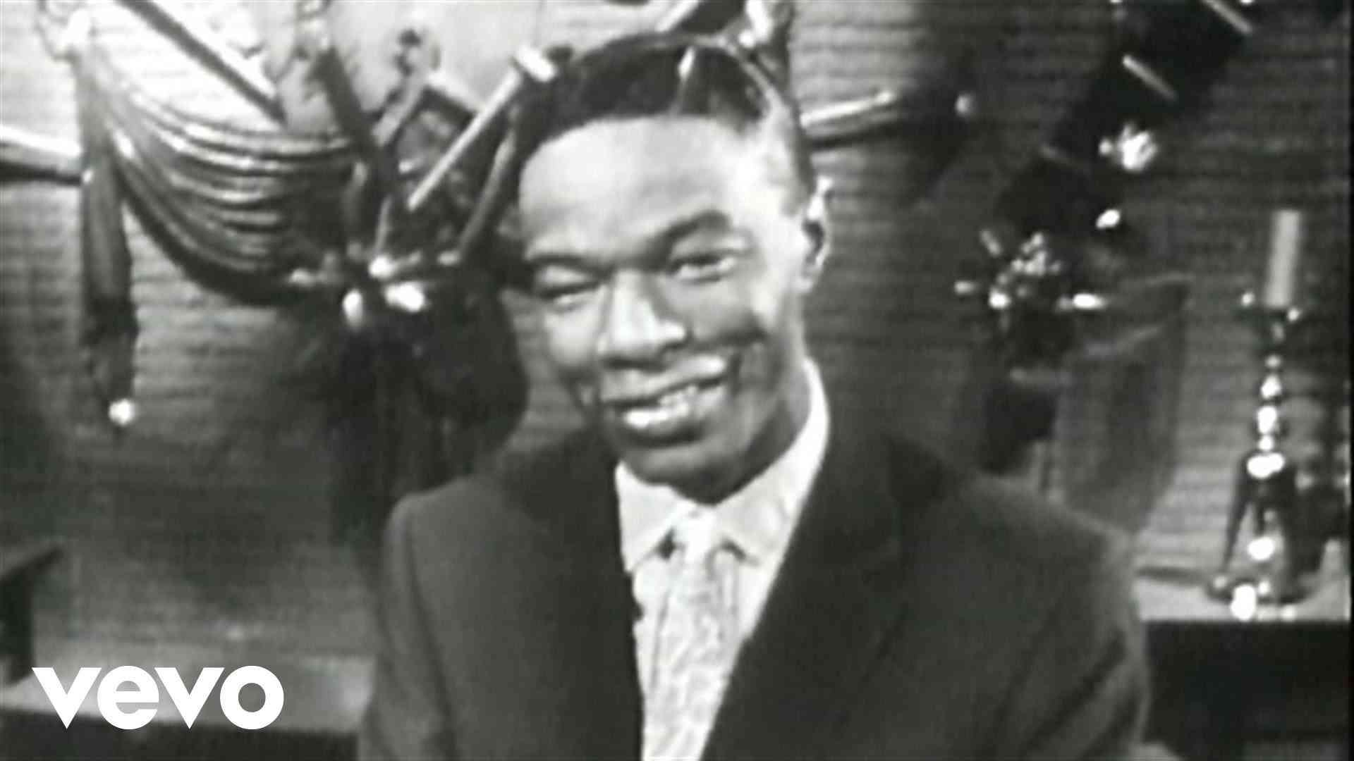 Nat King Cole - The Christmas Song (Chestnuts Roasting On An Open Fire) - YouTube