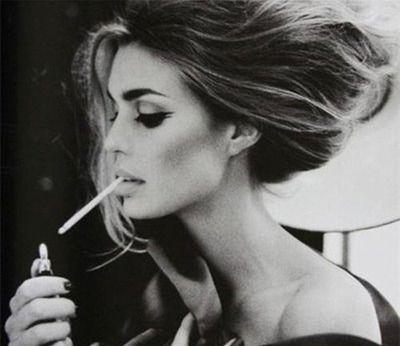 「なぜ最近の若者はタバコを吸わない!カッコいいだろ!」という時代錯誤の主張 「狭い喫煙室」で懸命に吸う姿は別にカッコよくない
