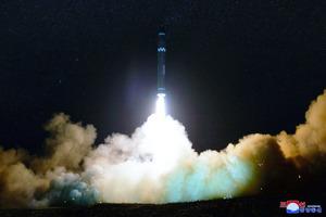 北朝鮮ミサイルが複数の旅客機から目撃か「これまでに例がない」