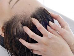 頭皮や髪の毛に良いと言われる、ヘッドスパとは? 体験談から紐解く実際の効果を追う