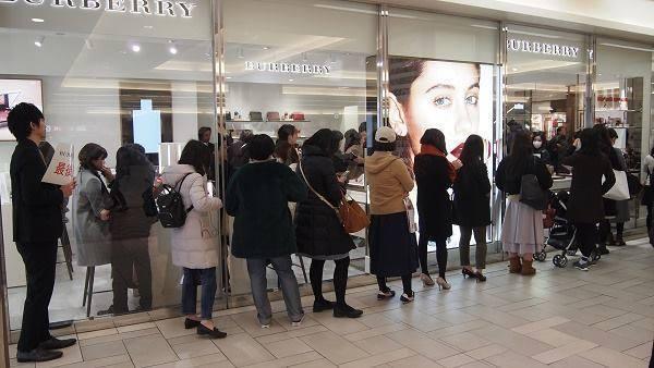 「バーバリー」コスメが国内全店舗を閉店 (WWD JAPAN.com) - Yahoo!ニュース