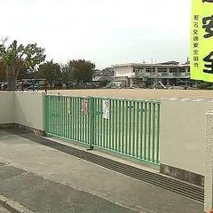 小学校校庭に包丁持った女が 児童登校前に逮捕